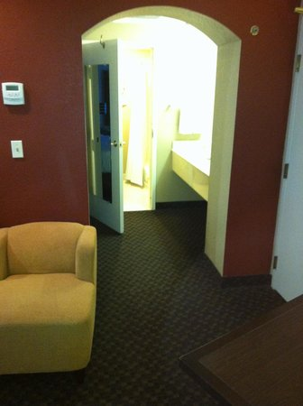 HYATT house Sacramento/Rancho Cordova: 80s Accent Wall.