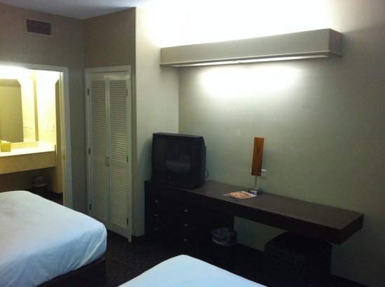 HYATT house Sacramento/Rancho Cordova: 26 inch CRT Zenith TV.