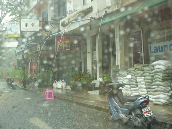 Tai-Pan Hotel:                   The rain on Sukhumvit Soi 23