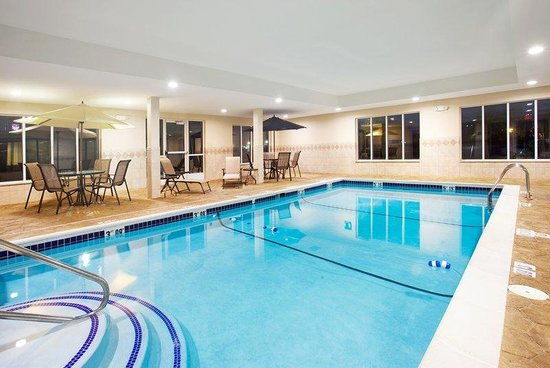 Holiday Inn Express Hotel &amp; Suites Chicago South Lansing: Swimming Pool