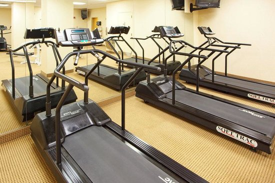 Holiday Inn Chantilly - Dulles Expo: Get in a great workout in our spacious fitness center