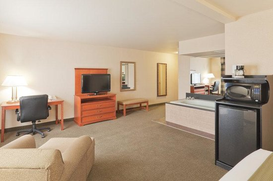 Holiday Inn Express Greensburg: Jacuzzi Suite