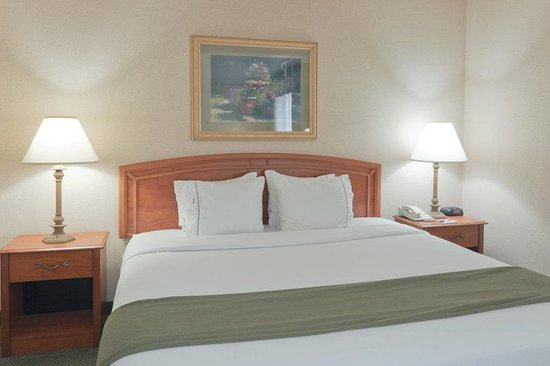 Holiday Inn Express Greensburg: King Bed Guest Room