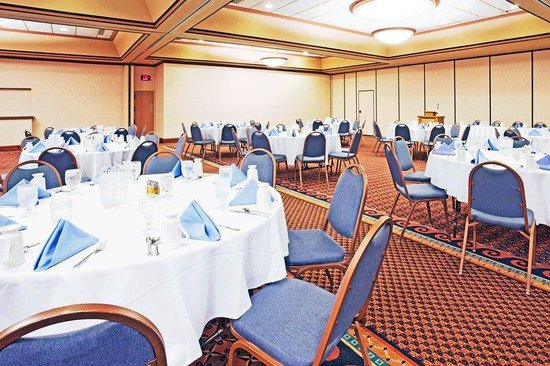Holiday Inn Minot - Riverside: Banquet Room