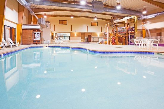 Holiday Inn Minot - Riverside: Lap Pool
