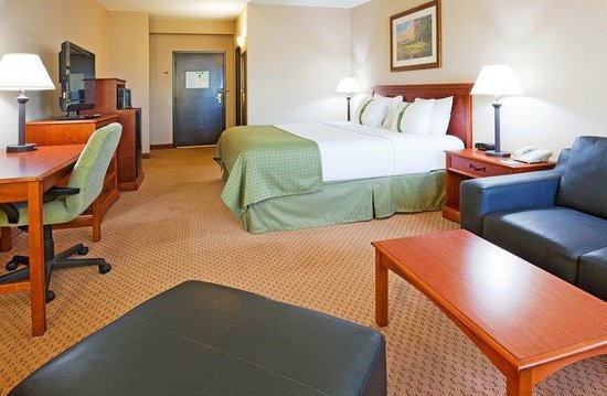 Holiday Inn Minot - Riverside: King Bed Guest Room