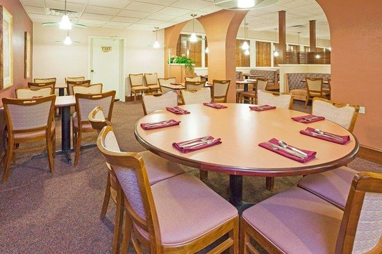 Holiday Inn Minot - Riverside: Family Dining