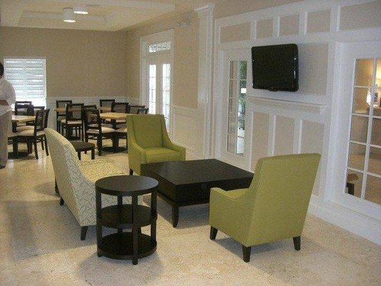 The Holiday Inn Express & Suites Marathon: lobby