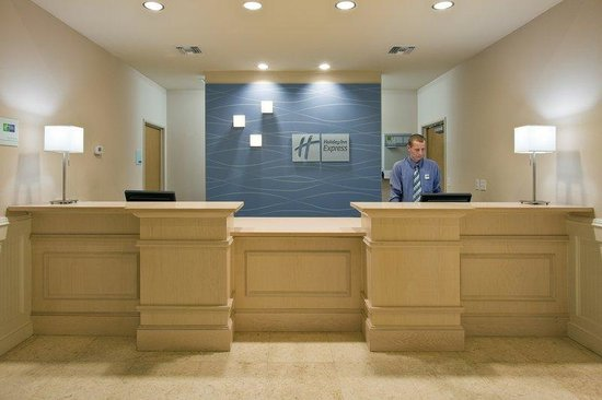The Holiday Inn Express & Suites Marathon: Hotel Lobby