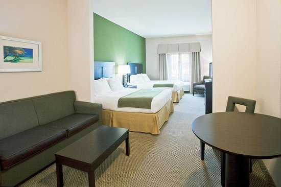 The Holiday Inn Express & Suites Marathon: Suite