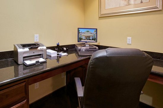 Holiday Inn Express Pearland: Business Center