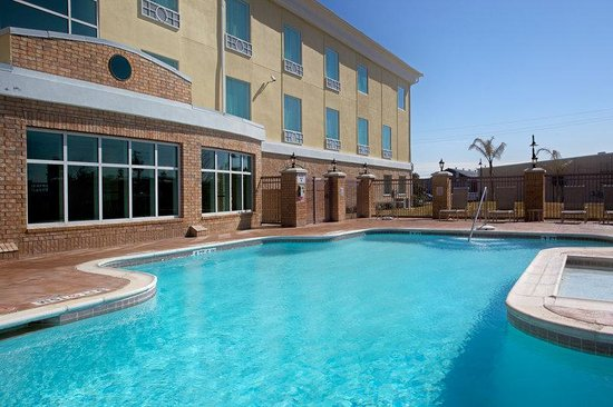 Holiday Inn Express Pearland: Swimming Pool