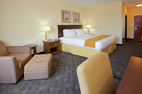 Holiday Inn Express Pearland: King Bed Guest Room
