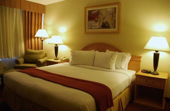Holiday Inn Express Hartford-Downtown: King Bed Guest Room