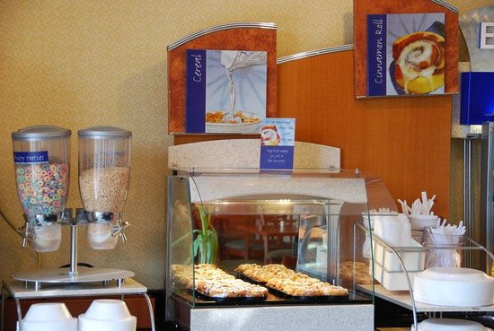 Holiday Inn Express Hartford-Downtown: Breakfast Bar