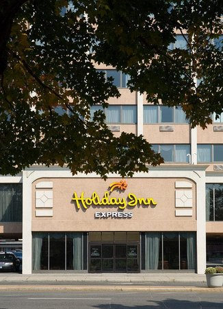 Holiday Inn Express Hartford-Downtown: Hotel Exterior