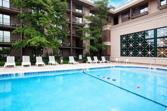 Rolling Meadows, IL: Swimming Pool by the Hotel near Elk Grove