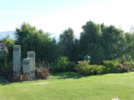 Kaka Point, Nowa Zelandia:                   KENTHURST LODGE - GARDEN / SEA VIEW