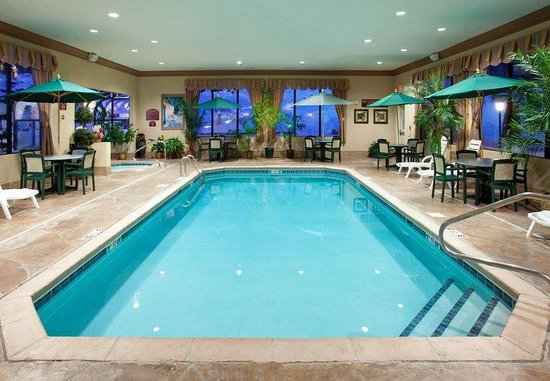 Holiday Inn Express Sharon/Hermitage: Swimming Pool-always the perfect temperature!