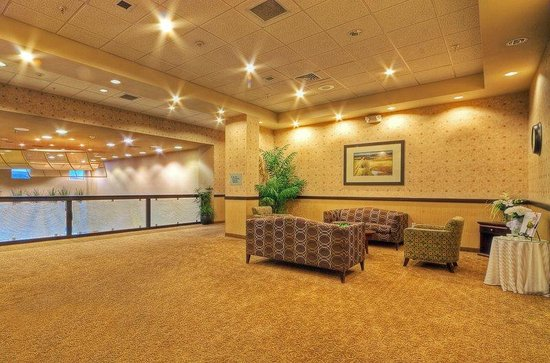 Holiday Inn Hotel & Suites Albuquerque North I-25: Albuquerque Hotel Reception Area