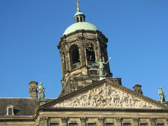 NH Amsterdam Grand Hotel Krasnapolsky: Top of palace across the Dam square