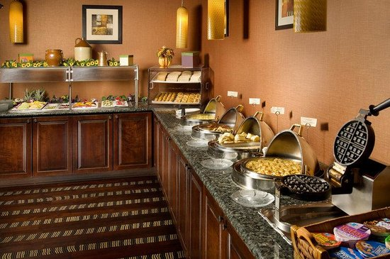 Holiday Inn Leesburg At Carradoc Hall: Breakfast Buffet