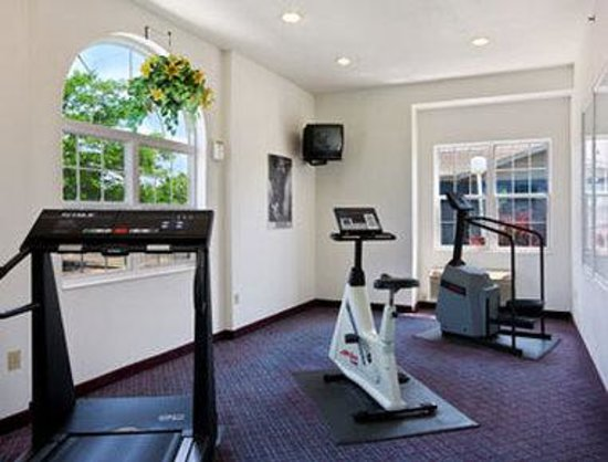 Microtel Inn & Suites by Wyndham Appleton: Fitness Center