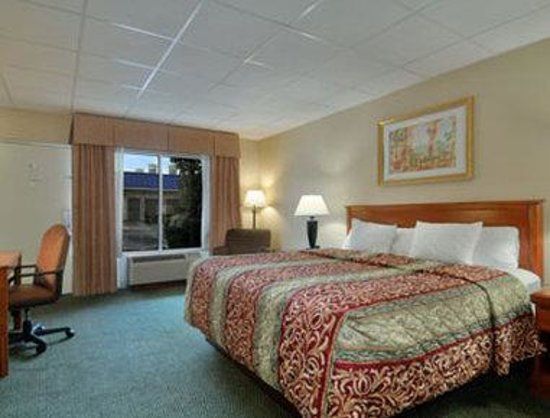 Days Inn: Standard King Bed Room