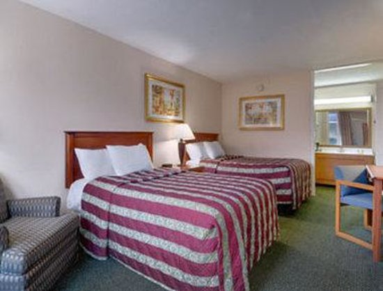Days Inn: Standard Two Double Bed Room