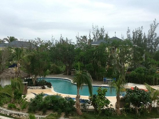 Pineapple Fields Resort:                                     Nicely landscaped pool