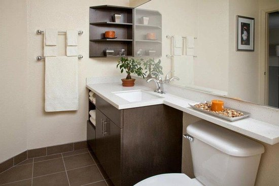 Candlewood Suites Chicago Waukegan: Guest Room Bathroom