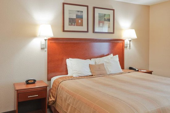 Candlewood Suites Lafayette River Ranch: King Bed Guest Room