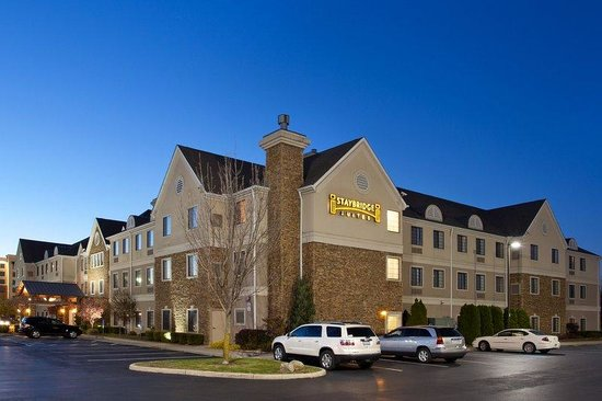Staybridge Suites Columbus Airport: Hotel Exterior