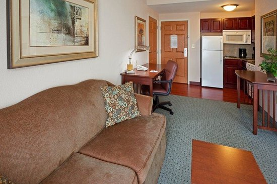 Staybridge Suites Wilmington - Brandywine Valley: Suite