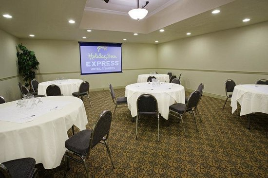 Holiday Inn Express Suites Gananoque: The Islander Room