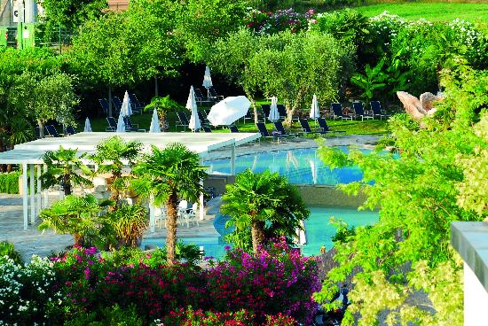 Color Hotel: Suna Bay pool & Garden