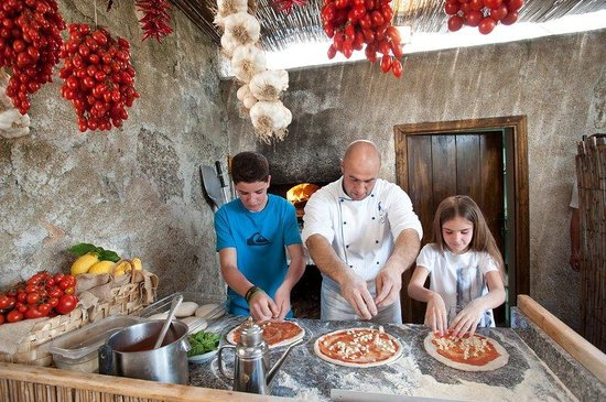 Hotel Caruso by Orient-Express: Pizza making classes