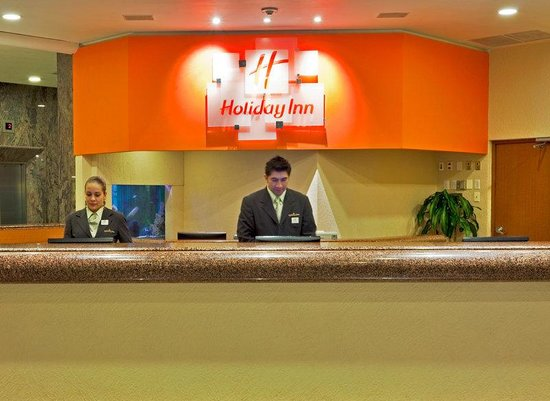 Holiday Inn Mexico City Tlalpan Churubusco: Front Desk