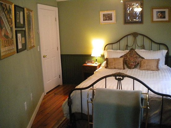 Stirling House Bed and Breakfast: The French Room Suite