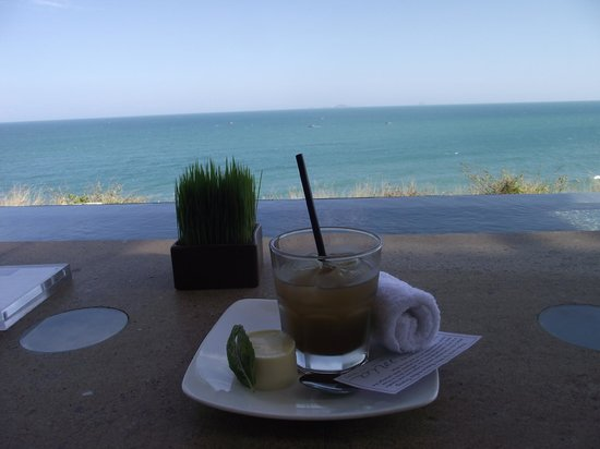 Mia Resort Nha Trang:                   greeted with a drink and dessert