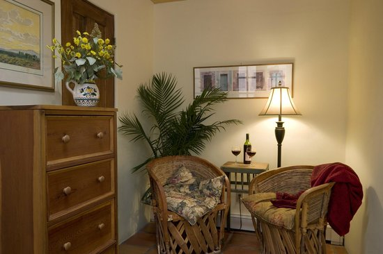 Hacienda Nicholas Bed &amp; Breakfast Inn: The Chamisa Suite Sitting Area