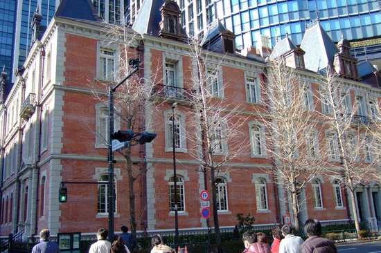 Four Seasons Hotel Tokyo at Marunouchi: Beautiful old building in the Maranouchi area near the hotel