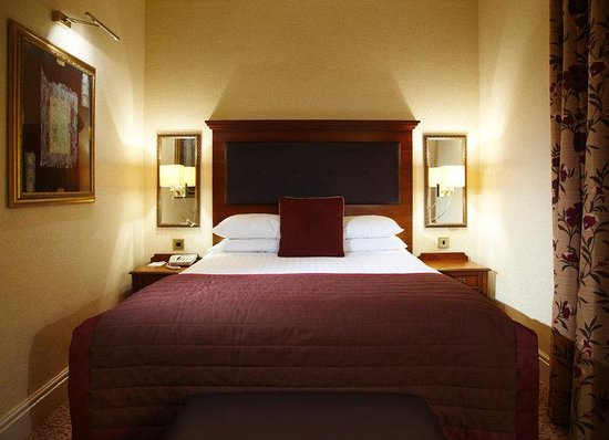Macclesfield, UK: Standard Double Bedroom Shrigley Hall Hotel
