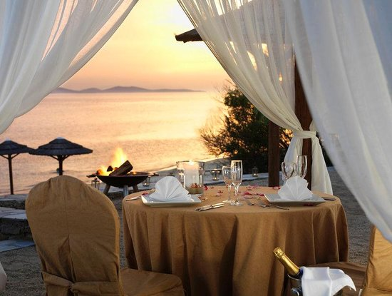 Mykonos Grand Hotel &amp; Resort: Romantic Beach Dinner