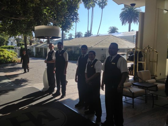 Fairmont Miramar Hotel & Bungalows: Bell staff always at your service!