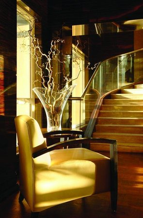 Fairmont Cairo, Nile City: Fairmont Gold Lounge, Stairs to Upper Lounge Floor