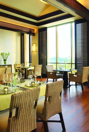 Fairmont Cairo, Nile City: Saigon Bleu, French Vietnamese Restaurant