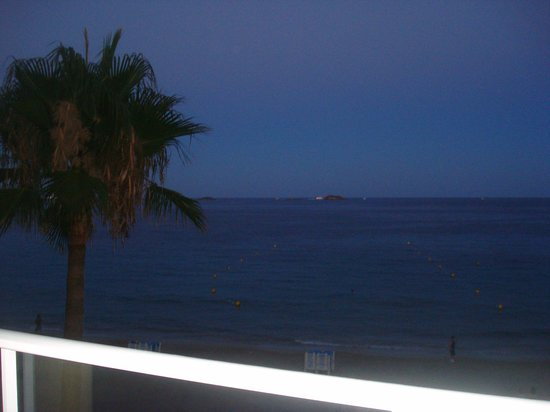 Hotel Garbi Ibiza & Spa:                   View at night from balcony