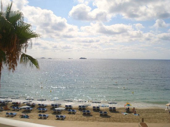 Hotel Garbi Ibiza & Spa:                   View in the morning from balcony