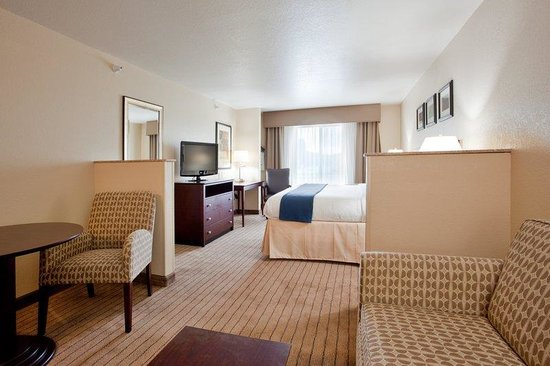 Holiday Inn Express Hotel &amp; Suites Exmore: Expanded living area perfect for a long term stay or extra comfort